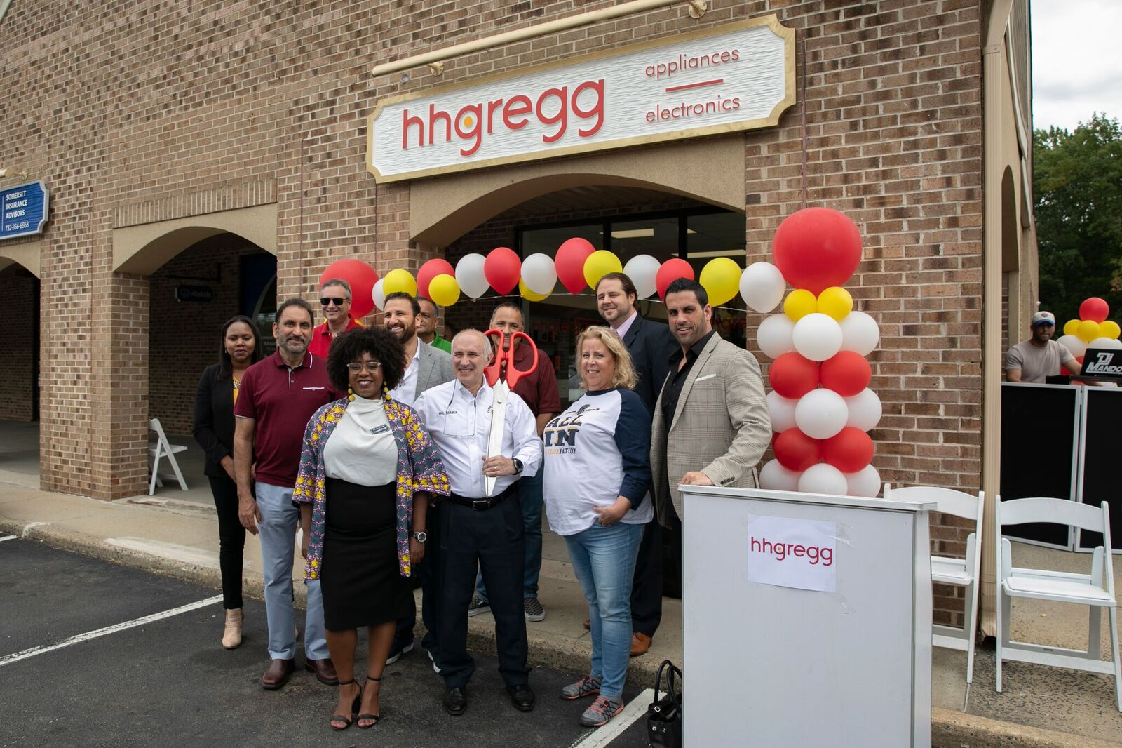 H H Gregg Returns With New Store In Somerset New Jersey